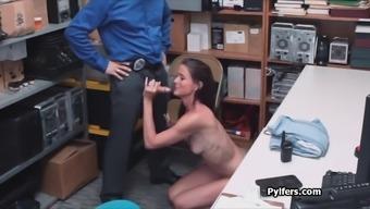 Охранник трахает свою хозяйку, анус и игрушки фото